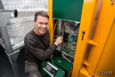 Monteur installiert 500.000ste Pelletsheizung