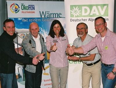 Profi-Bergsteigerin Gerline Kaltenbrunner weihte die Pelletsheizung in der neuen DAV-Zentrale in Kaufbeuren ein. Foto: Ökofen